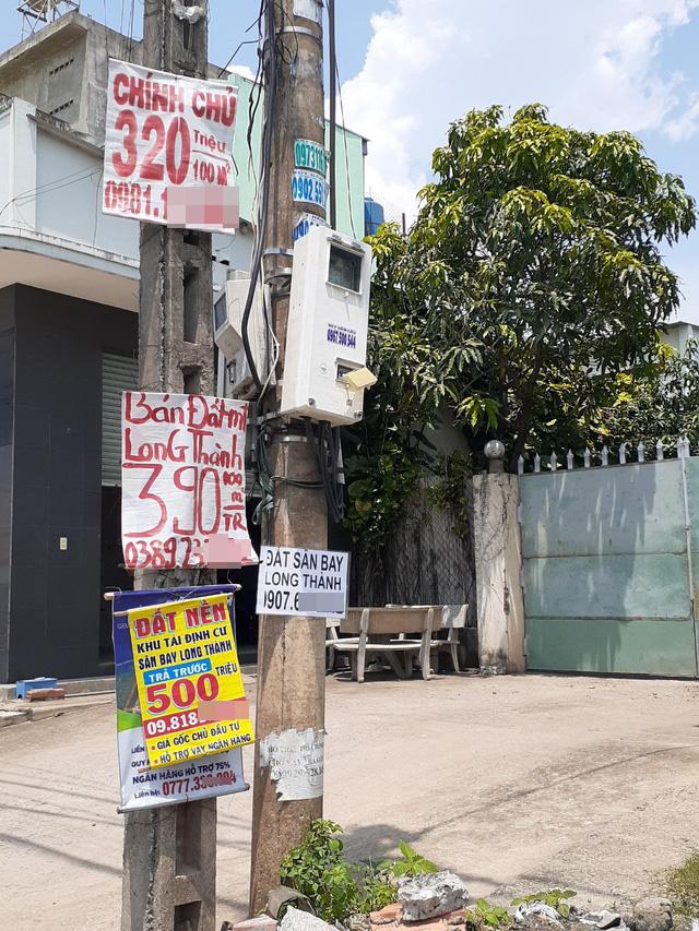 Hoa mắt với cung đường tờ dán, tờ rơi rao bán BĐS tại Long Thành (Đồng Nai) - Ảnh 1.