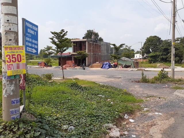 Hoa mắt với cung đường tờ dán, tờ rơi rao bán BĐS tại Long Thành (Đồng Nai) - Ảnh 7.