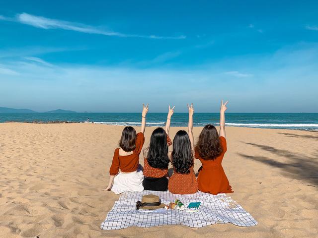 Cách Hà Nội 4 giờ đồng hồ, biển Bãi Đông vừa sạch vừa vắng chi phí chỉ 1 triệu quá hợp lý cho 2 ngày cuối tuần - Ảnh 1.