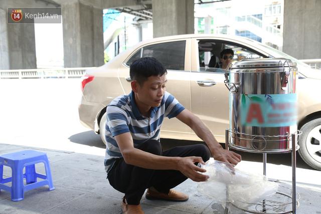 Hà Nội: Giữa nắng nóng kinh hoàng, có 1 quán trà chanh với khăn lạnh miễn phí giúp người lao động nghèo giải nhiệt sau giờ lao động vất vả - Ảnh 5.
