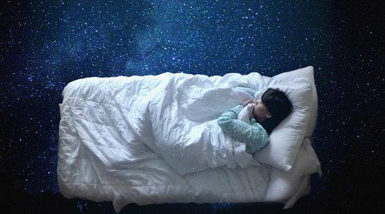 Chất lượng giấc ngủ sau tuổi 35 thay đổi do nội tiết tố và cách giải quyết: Thay đổi lối sống bắt kịp nhịp sinh học của cơ thể - Ảnh 2.