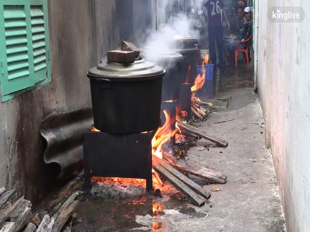 Ghé làng bánh ú tro, nghe chuyện làm bánh ngày Tết Đoan ngọ ở Sài Gòn - Ảnh 2.