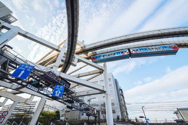 """Không hổ danh """"đất nước ngoài hành tinh"""" trong mắt du khách, Nhật Bản chính là nơi sở hữu đoàn tàu treo ngược dài nhất thế giới hiện nay - Ảnh 8."""
