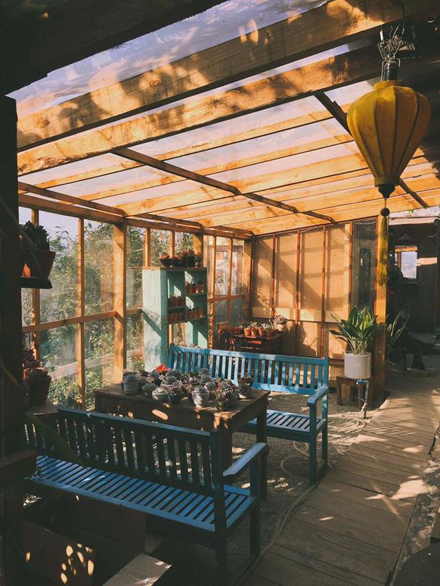 'Túi mơ to giấu trong lớp ngoài gầy guộc' giữa lòng Đà Lạt: Tiệm cà phê có tới 7749 góc sống ảo, đẹp lãng mạn từ lúc bình minh cho đến đêm tối  - Ảnh 4.