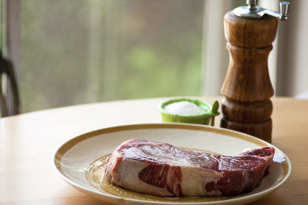 Có tới 5 sai lầm phổ biến khi sơ chế thịt lợn khiến món ăn quen thuộc trở thành thứ gây hại cho sức khỏe - Ảnh 1.
