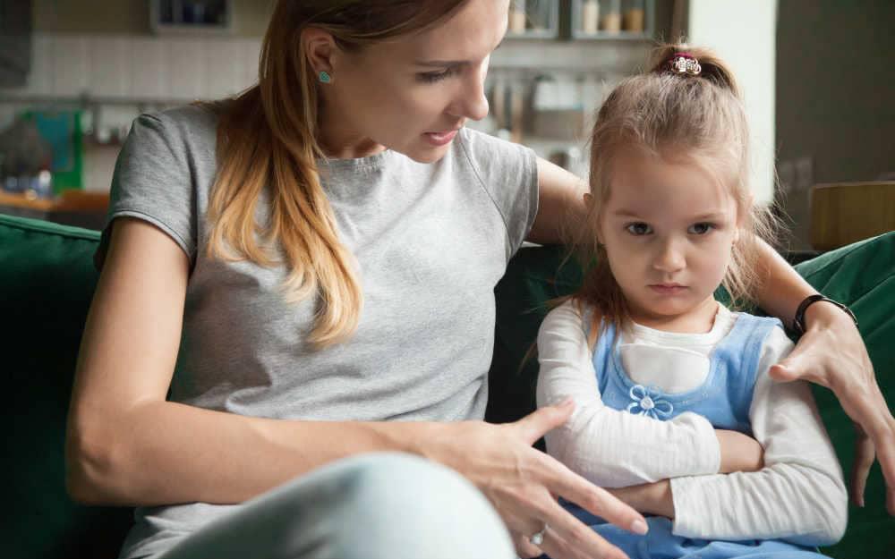 """7 lỗi sai """"kinh điển"""" khi nuôi dạy trẻ: Đừng quên yêu thương cũng phải đúng cách, làm cha mẹ vẫn phải học để không hối hận về sau"""