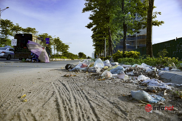 Hà Nội: Đại lộ nghìn tỷ vừa thông xe biến thành các bãi rác rùng mình - Ảnh 1.
