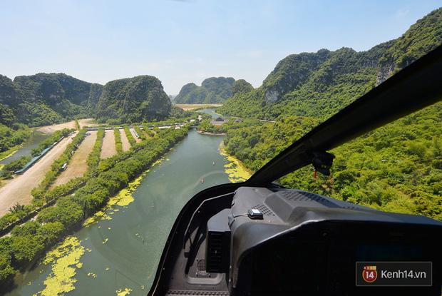 Đi Tràng An bằng máy bay: những vị khách đầu tiên đã được bay thử nghiệm ngắm cố đô trên trực thăng - Ảnh 11.