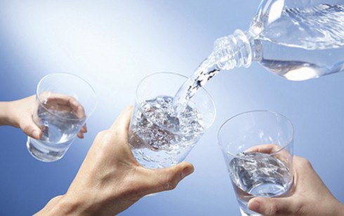 Chuyên gia: Nguyên tắc 40-40-20 và 5 lưu ý uống nước đúng vừa thải độc vừa tránh mất nước - Ảnh 1.