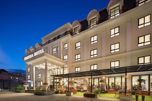 Lên Sapa tránh nóng, sao không thử ghé những khách sạn dưới đây: Tầm cỡ 4 sao nhưng giá cả chưa tới 1 triệu đồng/đêm, đủ dịch vụ sang chảnh từ hồ bơi đến spa  - Ảnh 1.
