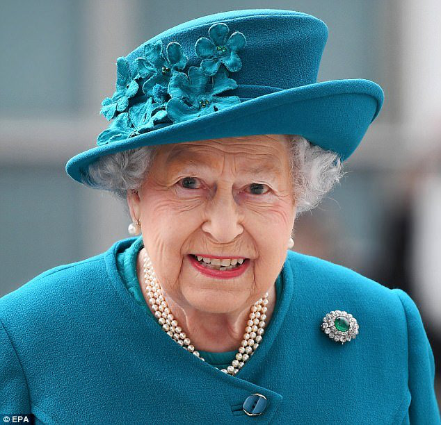 Bằng một bức hình mới được công bố, gia đình Công nương Kate đã chứng tỏ đẳng cấp khác biệt so với nhà Meghan, lại còn được lòng Nữ hoàng - Ảnh 3.