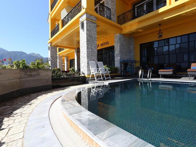 Lên Sapa tránh nóng, sao không thử ghé những khách sạn dưới đây: Tầm cỡ 4 sao nhưng giá cả chưa tới 1 triệu đồng/đêm, đủ dịch vụ sang chảnh từ hồ bơi đến spa  - Ảnh 4.