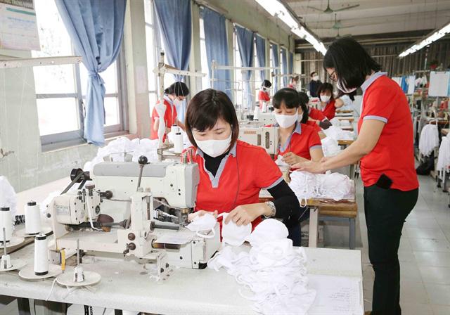 Tại sao nhiều nhà sản xuất dù kiếm bộn nhờ bán khẩu trang mùa dịch lại khó có thể xuất khẩu sang các thị trường lớn? - Ảnh 2.