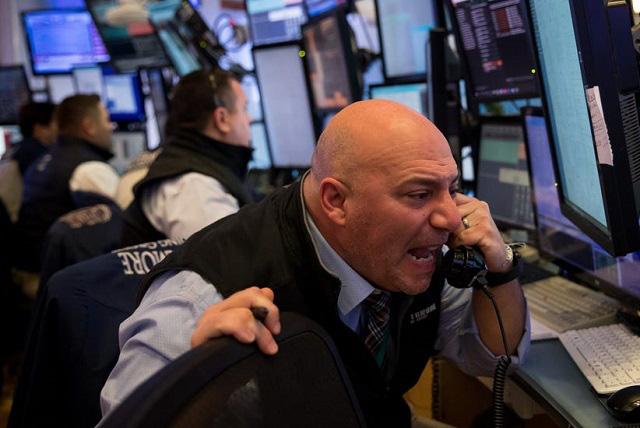 Các quỹ đầu tư chuẩn bị cho đợt lao dốc thứ 2 của thị trường chứng khoán - Ảnh 1.