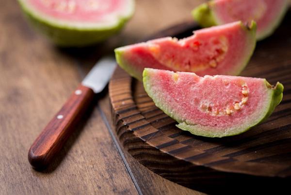 Để tránh những tổn hại đến não, mắt và da do thói quen thức khuya, hãy ăn thêm những món này - Ảnh 3.