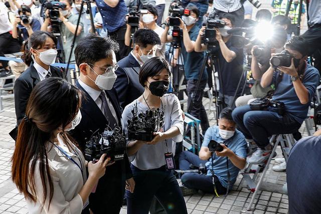 Samsung nín thở chờ phán quyết của tòa với Phó chủ tịch Lee: Danh tiếng tập đoàn và ngôi vị thái tử đang lung lay giữa lúc khó khăn trùng trùng  - Ảnh 3.
