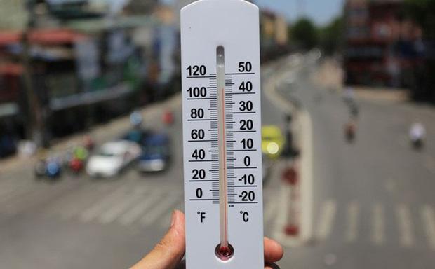 Tình hình nắng nóng gay gắt vẫn kéo dài với nền nhiệt lên tới 39 độ, bạn cần thận trọng trước 5 căn bệnh rất dễ gặp phải sau đây - Ảnh 2.