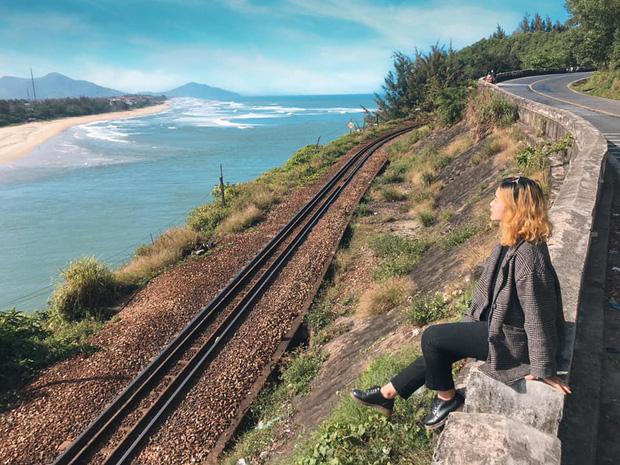 """3 con đường tàu với khung cảnh đẹp nhất Việt Nam, xem ảnh mà dân mạng không tin vào mắt mình vì """"ảo"""" y hệt trong phim - Ảnh 1."""
