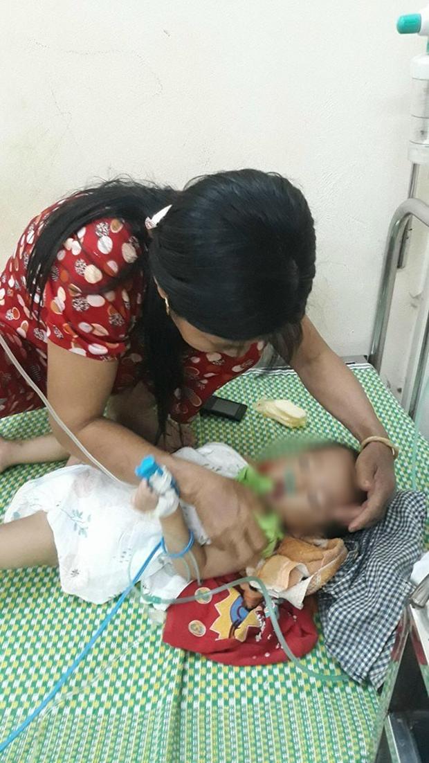 Bé trai 19 tháng tuổi ở Vĩnh Phúc hôn mê sau 2 tiếng bị bố mẹ để quên trên ô tô - Ảnh 1.