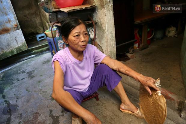 """Xóm chạy thận ở Hà Nội chật vật dưới cái nóng trên 50 độ: """"Khát không được uống nhiều nước, nằm xuống giường nóng như nằm dưới nền đường - Ảnh 6."""