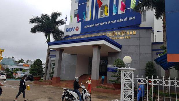 Vụ nữ nhân viên ngân hàng vỡ nợ 200 tỷ đồng ở Gia Lai: Từng gọi điện cho nhiều hàng xóm, đại lí để mượn tiền vì đáo hạn ngân hàng - Ảnh 2.
