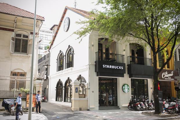 Liên tục nhiều khách hàng phản ánh mất đồ tại Starbucks Hàn Thuyên, giám đốc truyền thông lên tiếng: Cửa hàng không làm gì được cả  - Ảnh 1.