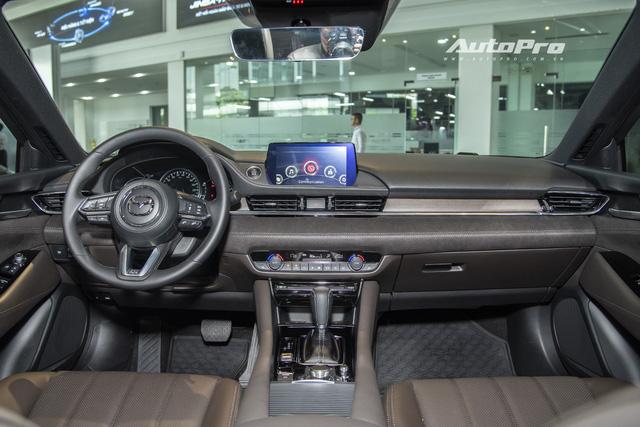 Mazda6 2020 chốt giá rẻ nhất 889 triệu đồng: Giẫm chân đàn em Mazda3, hưởng chính sách giảm 50% phí trước bạ - Ảnh 4.