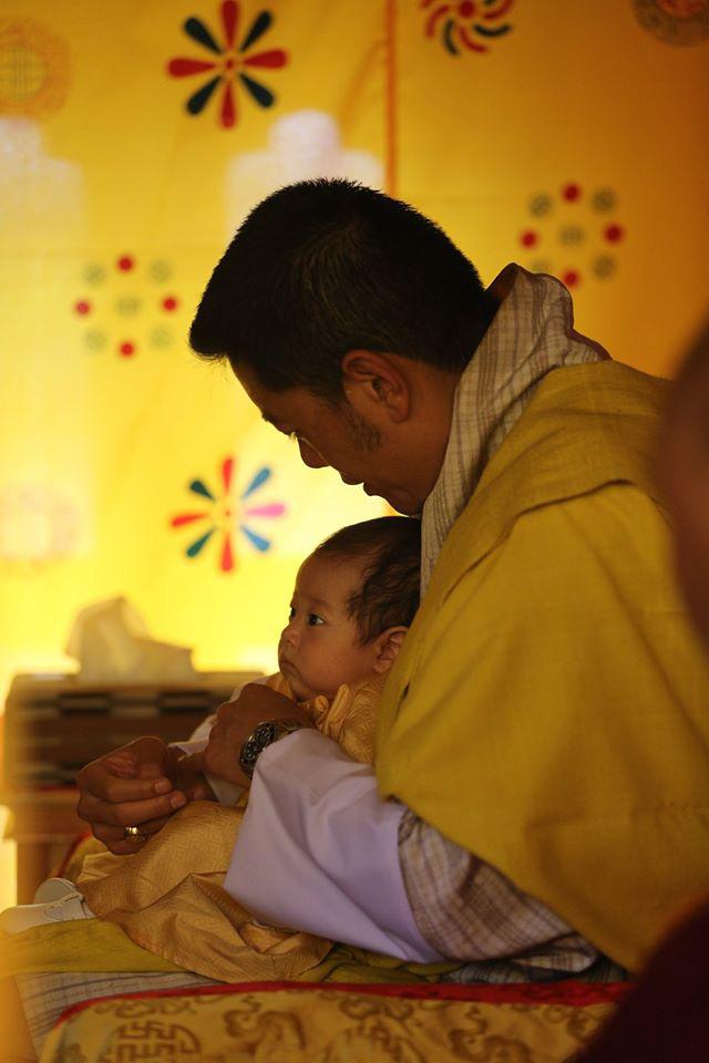 Vợ chồng Hoàng hậu vạn người mê Bhutan chính thức công bố tên con trai thứ 2 và loạt ảnh hiện tại của đứa trẻ khiến dân mạng xuýt xoa - Ảnh 5.