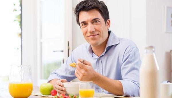 Bước sang tuổi 50, bạn cần những thói quen và chế độ sống mới: 5 quan niệm sai lầm tưởng là tốt nhưng lại hại sức khỏe tuổi trung niên  - Ảnh 3.