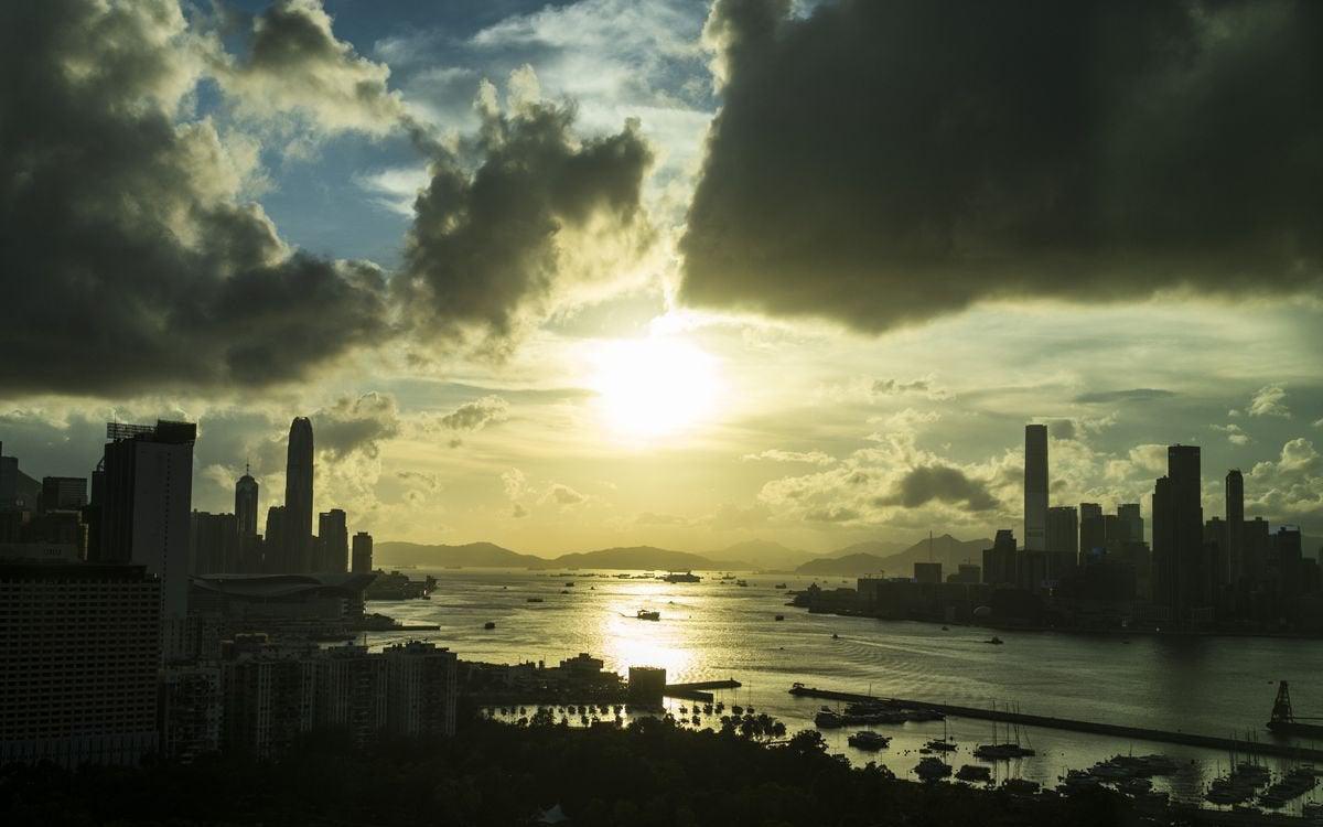Hàng loạt ông lớn ngân hàng mắc kẹt ở Hồng Kông chỉ vì 1 điều khoản trong luật an ninh mới