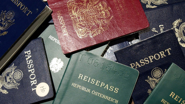 Những hộ chiếu quyền lực nhất thế giới hiện nay: Mỹ bị loại khỏi danh sách an toàn, Việt Nam tụt một hạng - Ảnh 1.