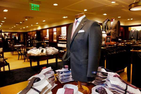 Từ Brooks Brothers gục ngã vì COVID-19, đến dấu chấm hết cho thời trang cổ cồn? - Ảnh 2.
