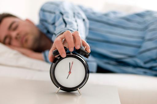 Mất ngủ tăng nguy cơ trầm cảm gấp 3 lần: 3 bước đơn giản để cải thiện chứng mất ngủ, cơ thể như được hồi sinh, chứng lo âu dần biến mất - Ảnh 1.