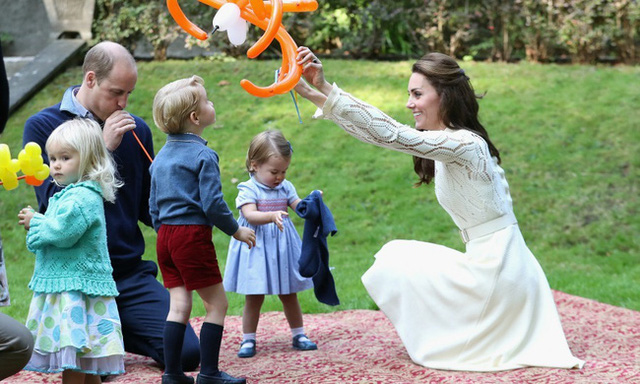 Meghan Markle gây sóng gió với phát ngôn bản thân quá nổi tiếng để gia nhập hội bỉm sữa, so với Công nương Kate mới thấy thật khác biệt - Ảnh 2.