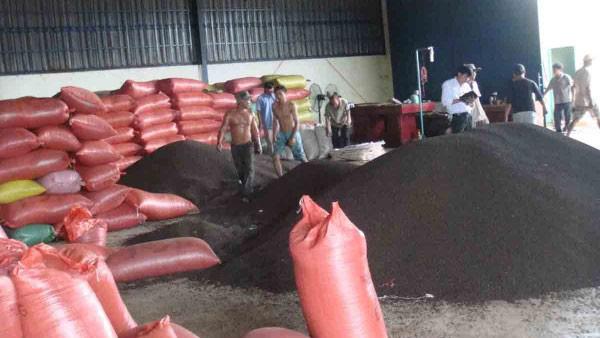 Bộ Công Thương đàm phán đưa 58 container hồ tiêu từ Nepal về nước - Ảnh 1.