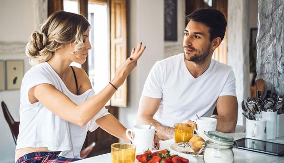 4 biểu hiện của người đàn ông thiếu bản lĩnh, càng cố che giấu càng lộ rõ: Bản thân không tự sửa chữa thì hôn nhân ngột ngạt, làm ăn cũng khó phất lên - Ảnh 2.