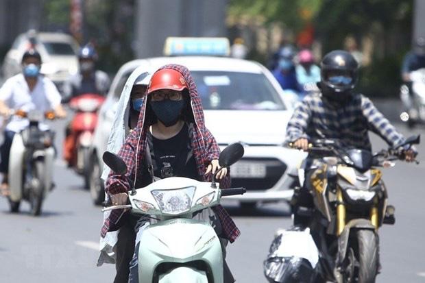 Chỉ số tia UV tại Hà Nội và Đà Nẵng từ 8-10 - mức gây hại rất cao, người dân ra đường đừng quên làm những việc này - Ảnh 2.