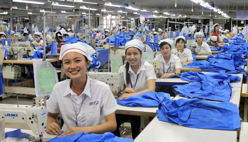 Việt Nam nằm trong số 3 quốc gia tăng trưởng dệt may lớn nhất trong cuộc chiến thương mại Mỹ - Trung - Ảnh 3.