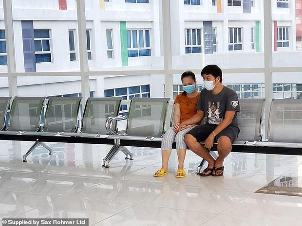 Ca phẫu thuật tách rời thành công cặp song sinh Trúc Nhi - Diệu Nhi của các y bác sĩ Việt Nam thu hút sự chú ý báo chí nước ngoài - Ảnh 3.