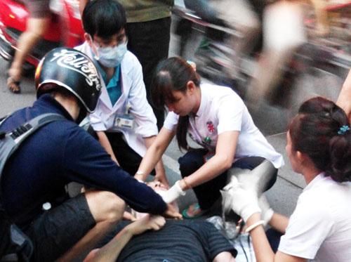 Bác sĩ BV Đại học Y Hà Nội: 5 nguyên tắc vàng phải nhớ khi cấp cứu người bị tai nạn giao thông - Ảnh 2.