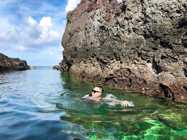 """Ngay tại Việt Nam cũng có 3 """"hồ bơi giữa biển"""" đẹp y hệt nước ngoài, hoang sơ đến nỗi rất hiếm du khách biết đến - Ảnh 20."""