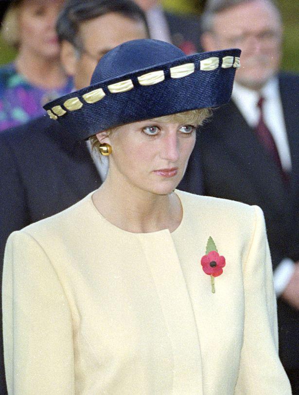 Sự thật về bức ảnh phơi bày cho toàn thế giới biết cuộc hôn nhân đã chết của Công nương Diana: Gần ngay trước mắt mà xa tận chân trời - Ảnh 3.