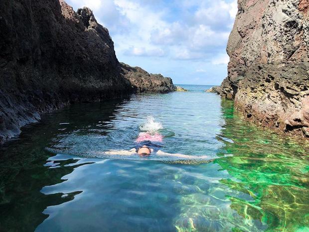 """Ngay tại Việt Nam cũng có 3 """"hồ bơi giữa biển"""" đẹp y hệt nước ngoài, hoang sơ đến nỗi rất hiếm du khách biết đến - Ảnh 21."""