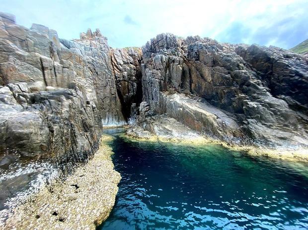 """Ngay tại Việt Nam cũng có 3 """"hồ bơi giữa biển"""" đẹp y hệt nước ngoài, hoang sơ đến nỗi rất hiếm du khách biết đến - Ảnh 24."""