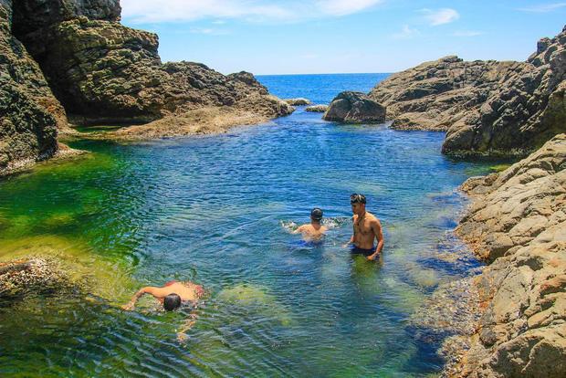 """Ngay tại Việt Nam cũng có 3 """"hồ bơi giữa biển"""" đẹp y hệt nước ngoài, hoang sơ đến nỗi rất hiếm du khách biết đến - Ảnh 4."""