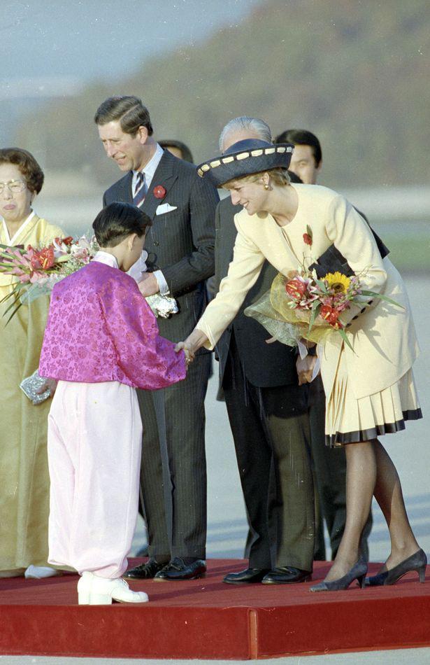 Sự thật về bức ảnh phơi bày cho toàn thế giới biết cuộc hôn nhân đã chết của Công nương Diana: Gần ngay trước mắt mà xa tận chân trời - Ảnh 5.