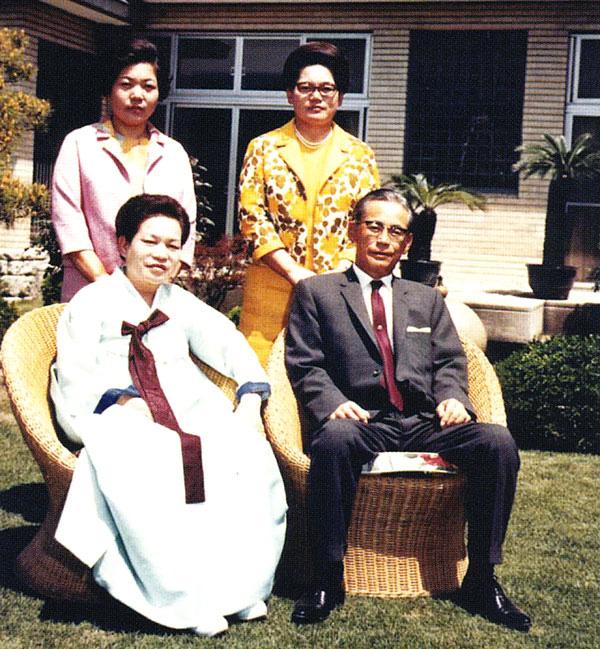 Con gái gia tộc Samsung được gả vào nhà LG làm dâu: Cả đời an phận hưởng thái bình bỗng lao vào cuộc chiến tranh giành gia sản ở tuổi 76 - Ảnh 1.