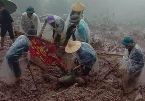 Nguyên nhân khiến nước ngập đến nóc ô tô ở thành phố Hà Giang - Ảnh 2.
