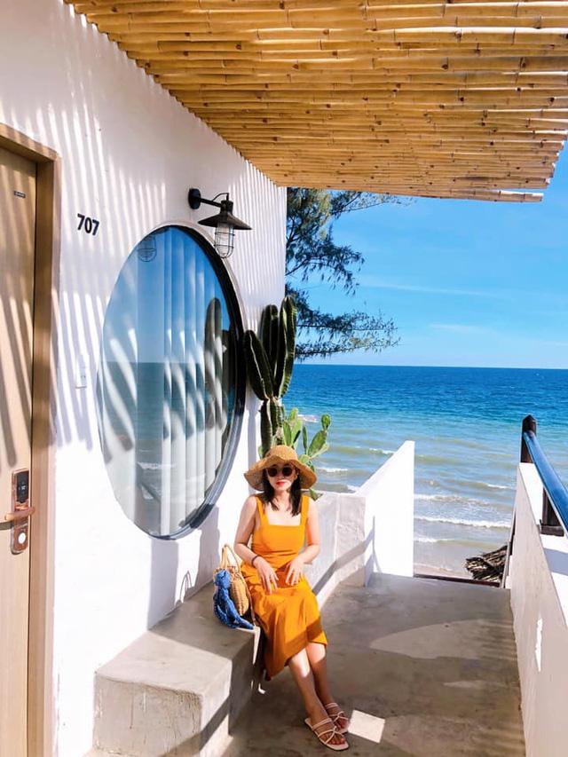 Chỉ cách Sài Gòn 4 giờ đồng hồ, có Mũi Né biển xanh cát trắng nắng vàng, sở hữu địa điểm ngắm hoàng hôn siêu chill - Ảnh 2.