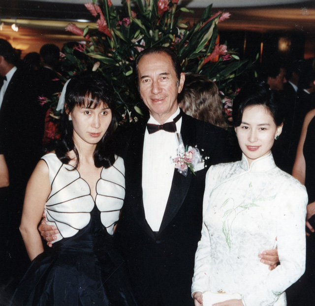 Nội chiến giữa 2 nữ cường nhân gia tộc Vua sòng bài Macau: Người chị mưu lược vẫn để tài sản quan trọng của bố rơi vào tay em gái ruột - Ảnh 1.